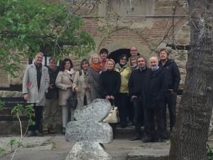 EUROPETOUR Partner/innen vor der mittelalterlichen Kirche von Abanassi